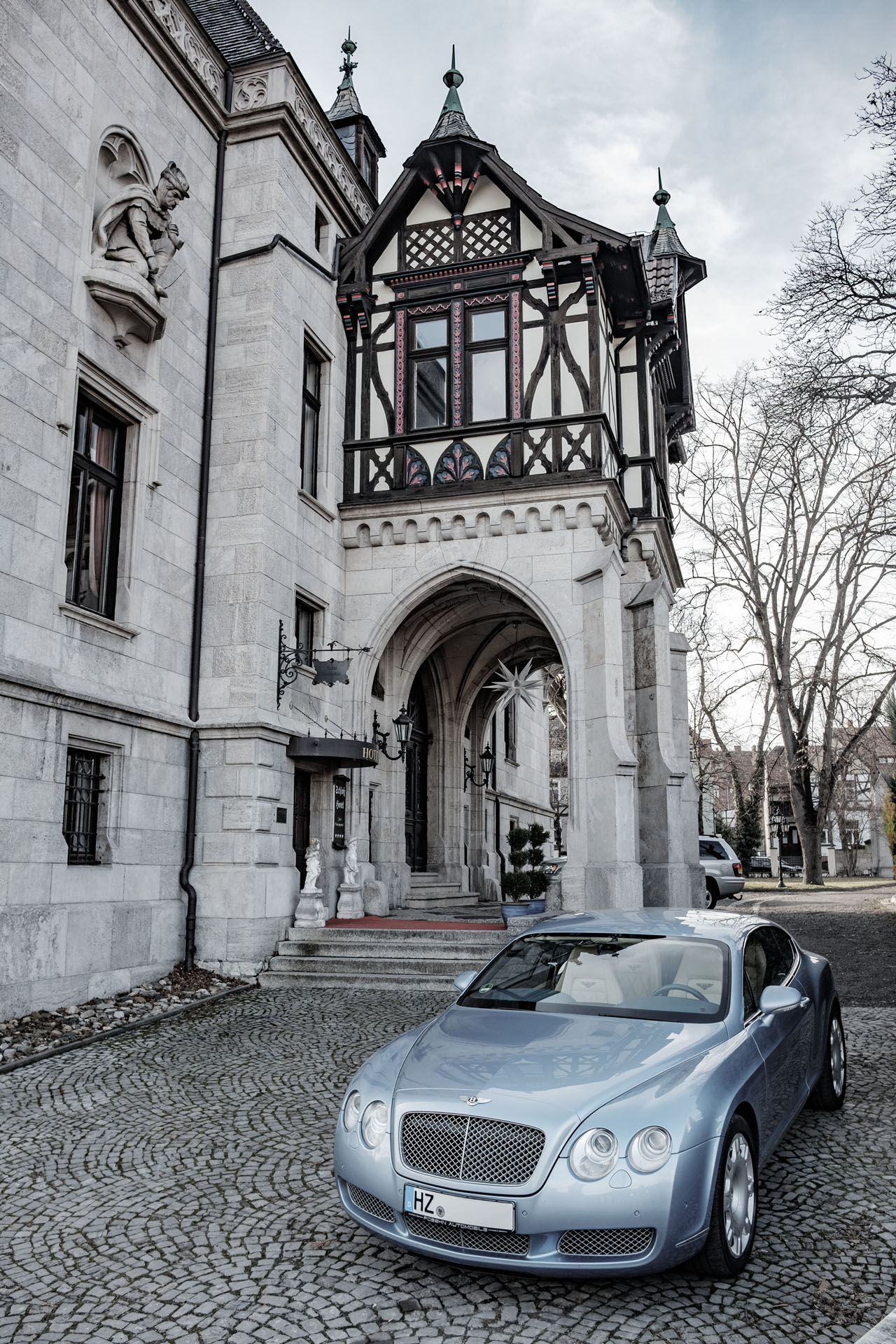 bentley-and-a-castle